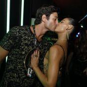 Casais famosos se divertem e beijam muito nos camarotes durante Carnaval. Fotos!