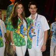Enzo Celulari saiu na ala da diretoria da Beija-Flor e posou com a namorada, Victória Grendene