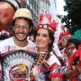 Fátima Bernardes leva o namorado, Túlio Gadêlha, para conhecer o tradicional bloco de Carnaval Cacique de Ramos, no Rio