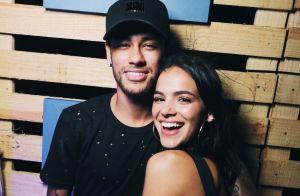 Bruna Marquezine comenta foto sexy de Neymar: 'Desculpa, mundo'. Veja!