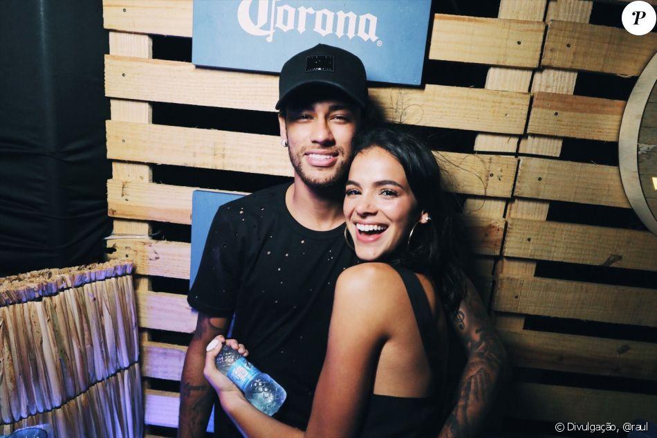 Bruna Marquezine comentou a foto sexy de Neymar para o fotógrafo Mario Testino no Instagram