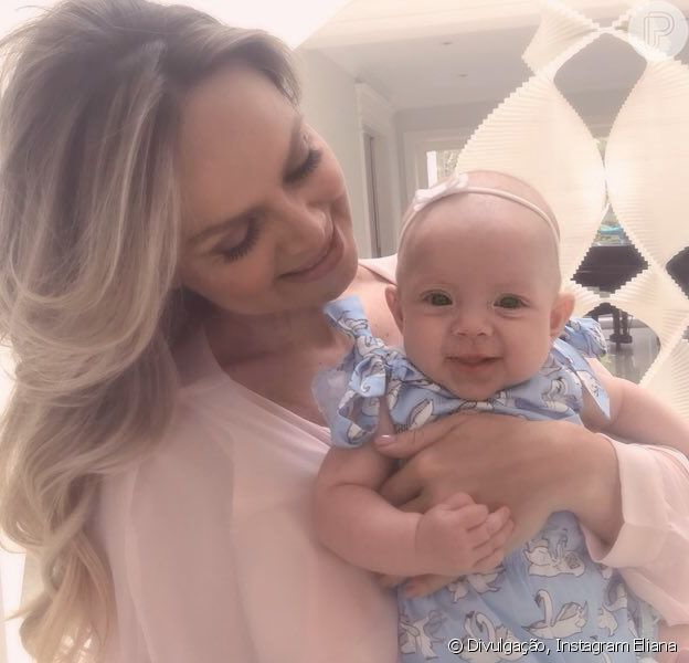 Eliana babou pela filha, Manuela, de 5 meses, ao compartilhar foto em sua conta de Instagram, nesta quinta-feira, 15 de fevereiro de 2018: 'Fico doida de tanto amor'