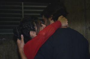 Fátima Bernardes e namorado, Túlio Gadêlha, posam abraçados após peça. Fotos!