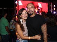 Fernando Medeiros elogia namorada, Carol Alves, em foto: 'É gata que fala, né?'