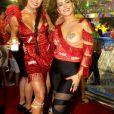 Cleo posou com Aline Riscado, outra musa do camarote Itaipava