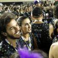Fátima Bernardes conversa com amigos em camarote, acompanhada do namorado, Túlio Gadêlha
