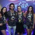 Fátima Bernardes vai com namorado e filhas à Sapucaí para o desfile das Campeãs
