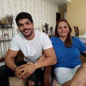 'BBB18': Mãe de Lucas assegura que noivado segue firme. 'Ele tem muito zelo'