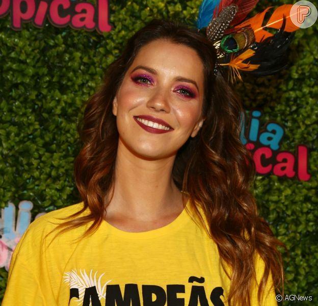 Nathalia Dill assume namoro durante Desfile das Campeãs no Rio, em 18 de fevereiro de 2018