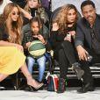 Beyoncé com a família no jogo de  basquete da All-Star Game da NBA, no Staples Center, em Los Angeles