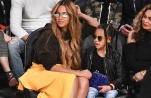 Filha de Beyoncé, Blue Ivy exibe bolsa de R$ 7 mil em jogo de basquete. Fotos!