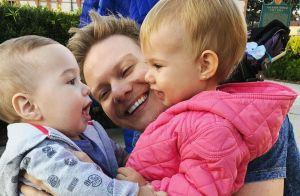 Melinda e Teodoro esbanjam fofura nos braços do pai, Michel Teló: 'Chamego'