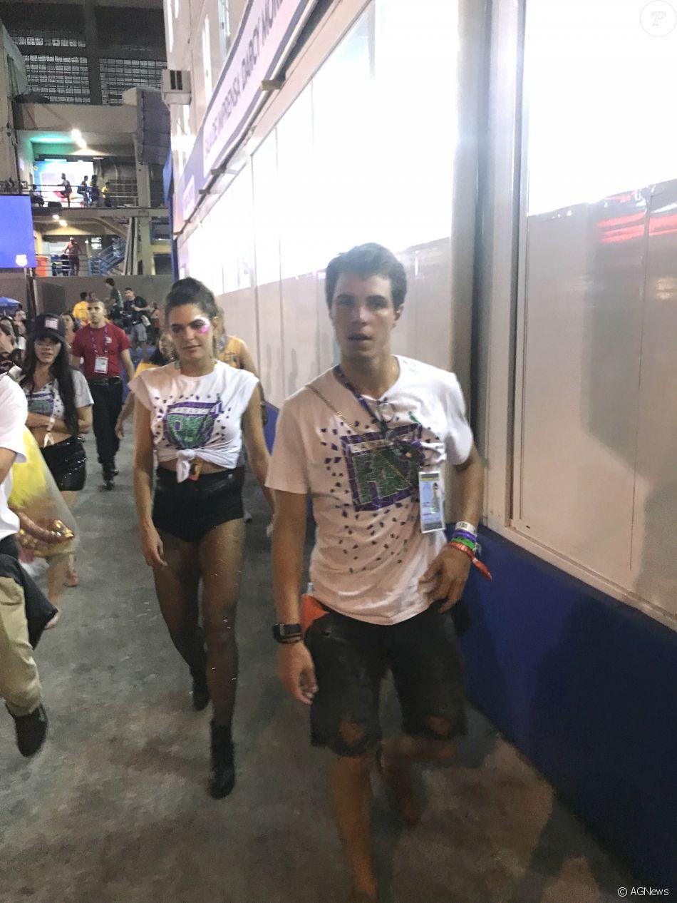 Mariana Goldfarb deixou Sapucaí acompanhada de Igor Carvalho Rodrigues