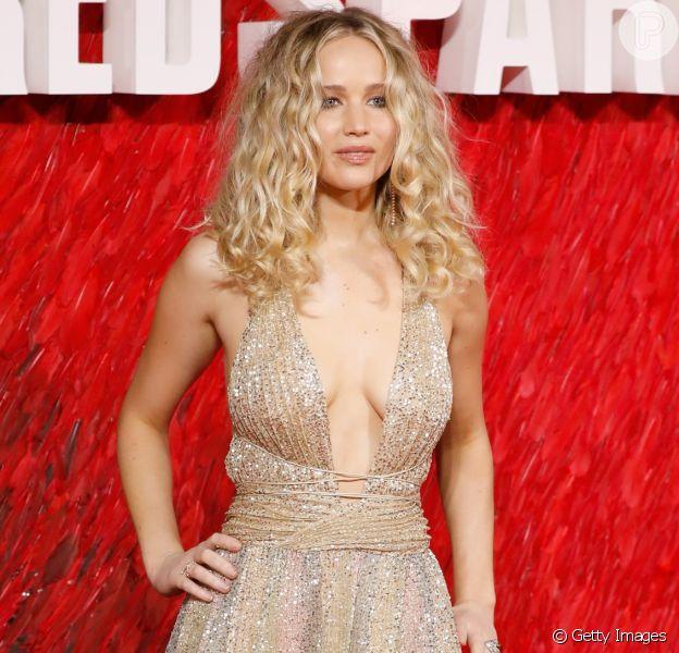 Jennifer Lawrence brilha ao desfilar no tapete vermelho da pré-estreia do filme 'Operação Red Sparrow', em Londres, nesta segunda-feira, 19 de fevereiro de 2018