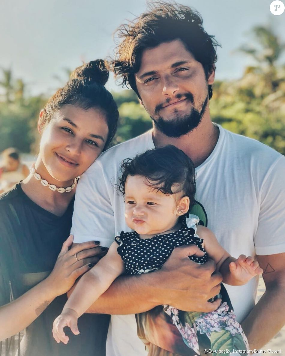 Bruno Gissoni rebate crítica por foto com Yanna Lavigne e a filha, Madalena, nesta quinta-feira, dia 22 de fevereiro de 2018