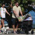 Bruno Gissoni e Yanna Lavigne não estão juntos, mas sempre se encontram para ficar com a filha