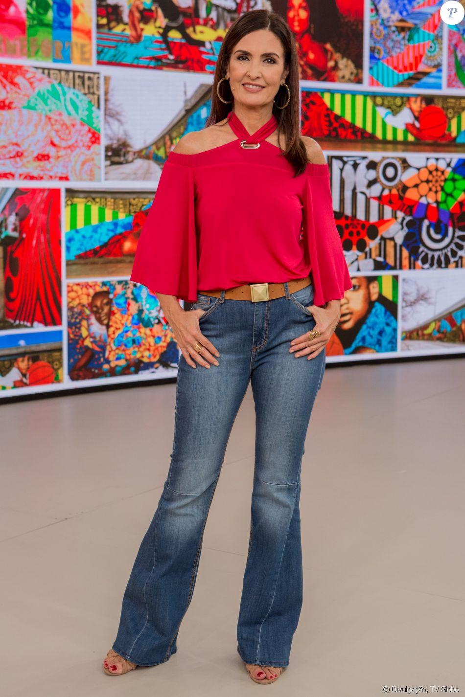 Fátima Bernardes exibiu cabelo liso no 'Encontro', na quinta-feira, 22 de fevereiro de 2018