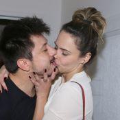 Ex-BBB Ana Paula Renault beija namorado, Rudimar De Maman, em aniversário