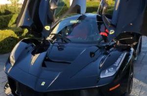 Kylie Jenner ganha Ferrari avaliada em R$ 4,5 milhões do namorado, Travis Scott