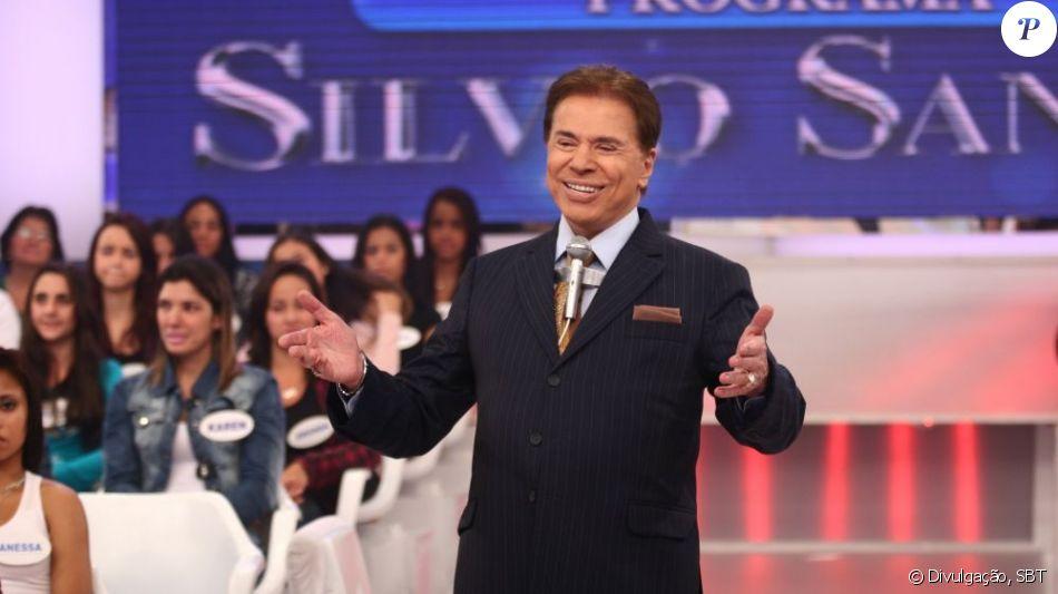 Silvio Santos foi clicado por sua filha, Patricia Abravanel, brincando com os três netinhos caçulas, Jane, Nina e Lucas