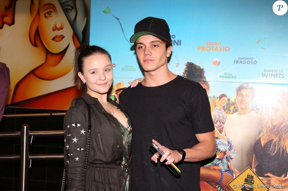 01c9f7c70295a Larissa Manoela e o namorado, Leo Cidade, vão juntos a pré-estreia ...