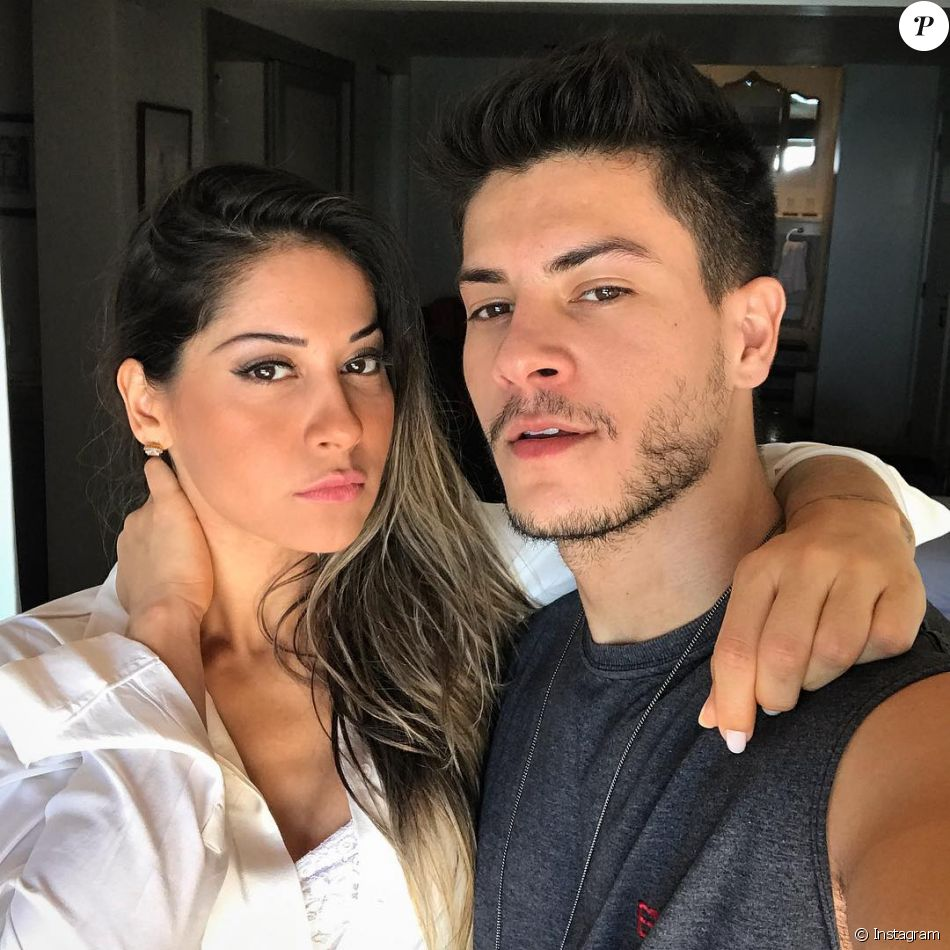Arthur Aguiar respondeu um fã sobre sexo no casamento com Mayra Cardi no Instagram, nesta quarta-feira, 28 de fevereiro de 2018