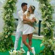 Arthur Aguiar e Mayra Cardi tiveram um casamento supresa em dezembro