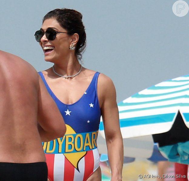 Juliana Paes curtiu a praia da Barra da Tijuca, no Rio de Janeiro, neste sábado, 3 de março de 2018
