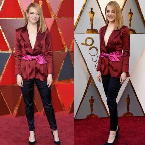 Emma Stone. Foto do site da Pure People que mostra Emma Stone surpreende e aposta em blazer e calça para o Oscar 2018. Fotos!