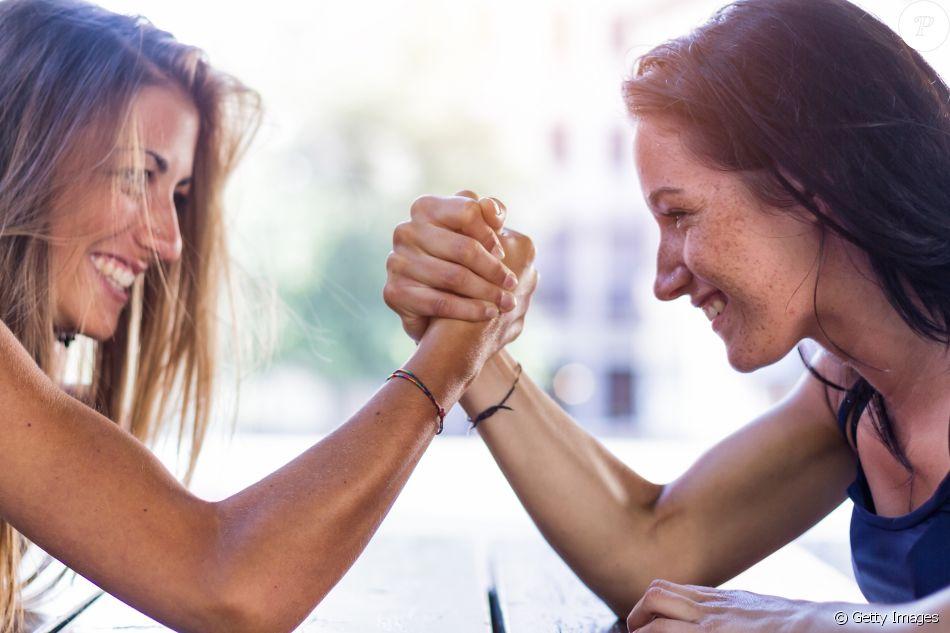 Sororidade é uma expressão designada para narrar a cumplicidade, empatia e  apoio mútuo entre as mulheres. O que se busca é uma cooperação em torno de  um bem com - Purepeople