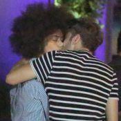 Hall Mendes e Ana Flávia Cavalcanti se beijam em festa de 'Malhação'. Fotos!