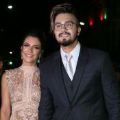 Luan Santana e namorada, Jade Magalhães, vão a casamento de Matheus: 'Romance'