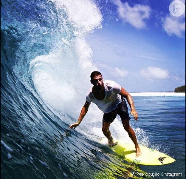 Cauã Reymond curte dias de férias nas Ilhas Maldivas e posta foto no Facebook (17 de junho de 2014)