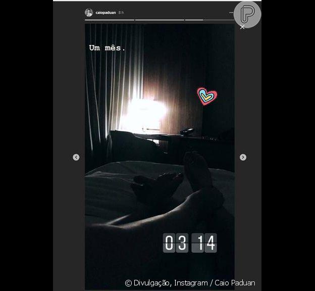 Caio Paduan confirmou namoro com DJ Djéssica Benfica em foto no Stories do Instagram nesta terça-feira, 13 de março de 2017