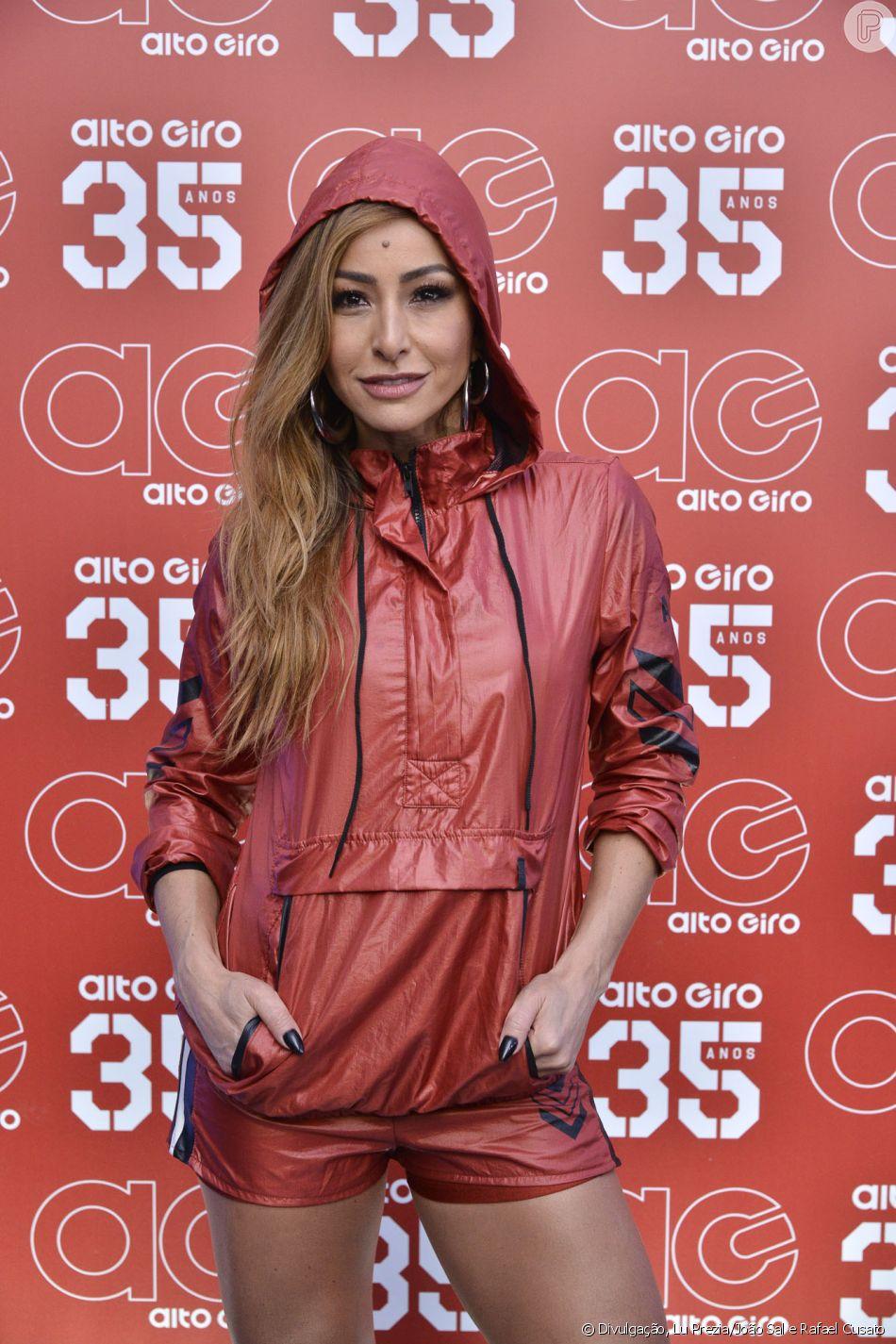 Sabrina Sato usa look sporty ao lançar coleção de roupas na terça-feira, dia a3ceea8529