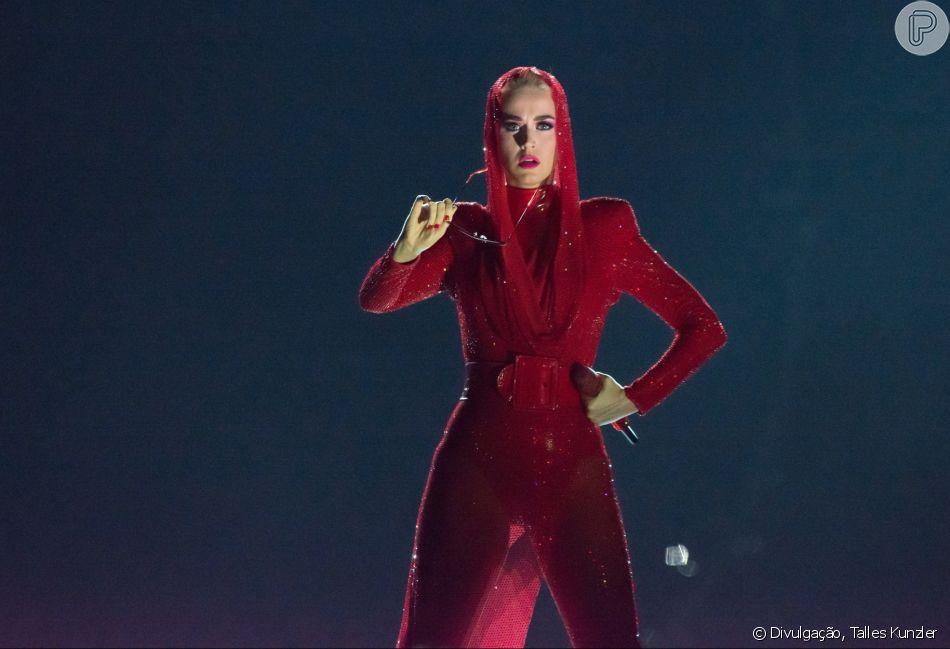 Katy Perry usou looks figurinos criativos, brilhosos e iluminados em turnê no Brasil