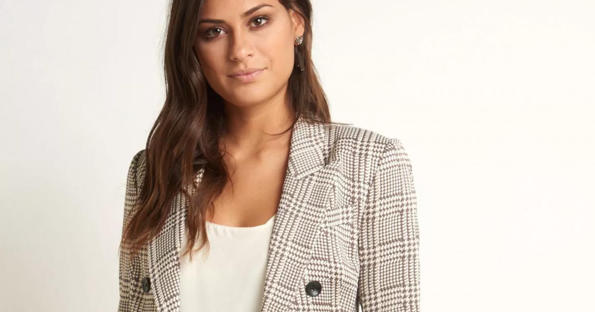 1c2557a83 Nova coleção Le Lis Blanc tem blazer com estampa inspirada na tendência  Príncipe de Gales por R  1