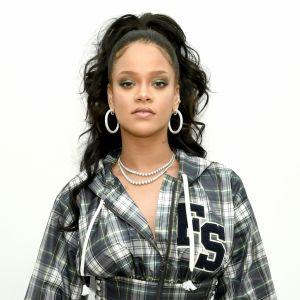 Chris Brown. Foto do site da Pure People que mostra Rihanna repudia Snapchat após anúncio citando agressão de Chris Brown:'Vergonha'