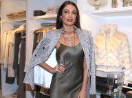 Patricia Poeta orna vestido de seda com blazer xadrez em evento de moda. Fotos!