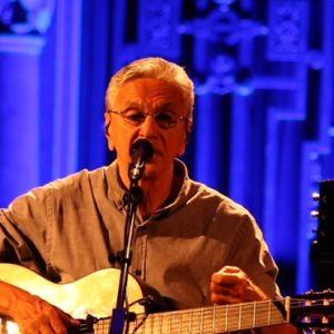 Caetano Veloso. Foto do site da Pure People que mostra Sophie Charlotte prestigia show de Caetano Veloso em homenagem a Marielle Franco