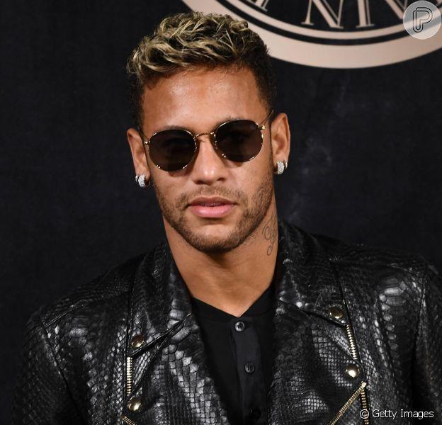 Neymar está de visual novo! Atleta adotou trancinhas no cabelo e compartilhou o resultado no Instagram na tarde deste sábado (17). Veja como ficou!