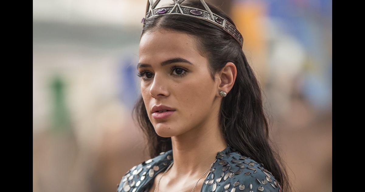 93d60683f Bruna Marquezine aparece caracterizada como a rainha Catarina, de 'Deus  Salve o Rei'. Veja fotos! - Purepeople