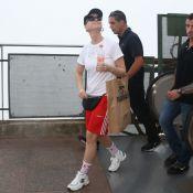 Look turista: Katy Perry, de bermuda e pochete, visita o Cristo Redentor. Fotos!