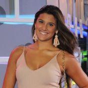 Giulia Costa equilibra fenda e decote em looks: 'Gosto de apostar'