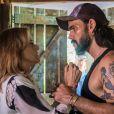 Mariano (Juliano Cazarré) chantageia Sophia (Marieta Severo) após descobrir os assassinatos cometidos pela vilã na novela 'O Outro Lado do Paraíso'