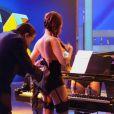 Silvio Santos tirou a roupa da pianista Susy em seu programa no dia 15 de junho