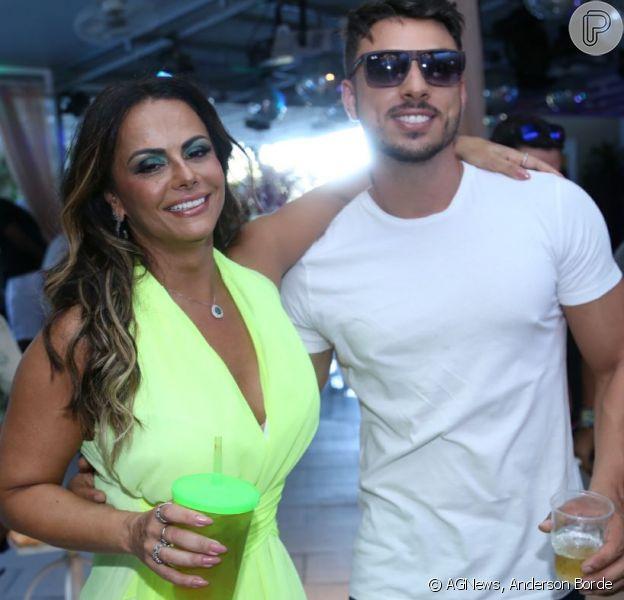 Viviane Araújo posa com o novo namorado em sua festa de 43 anos, no Rio de Janeiro, em 25 de março de 2018