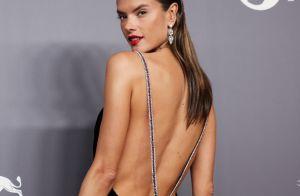 Alessandra Ambrosio elege look de veludo e detalhes em cristal para baile amfAR
