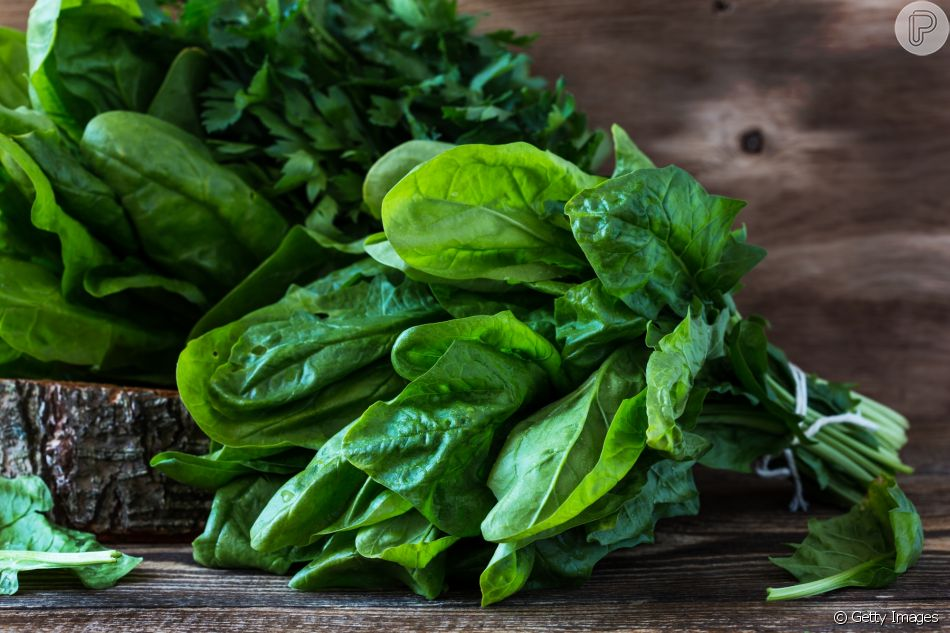 Folhosos verde-escuros contêm manganês, mineral essência para a ...