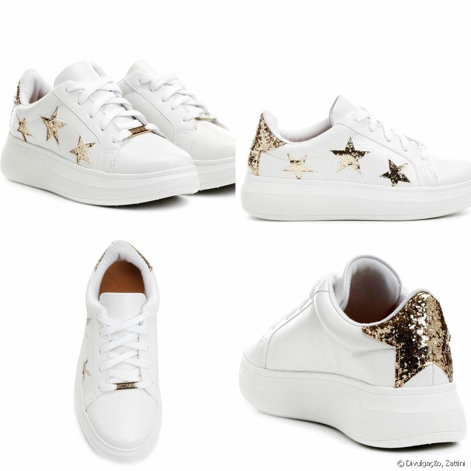 c93bfc180f A Vizzano investiu em tênis branco flatform com estrelas em glitter  dourado. O par pode ser comprado pela Zattini por R 80